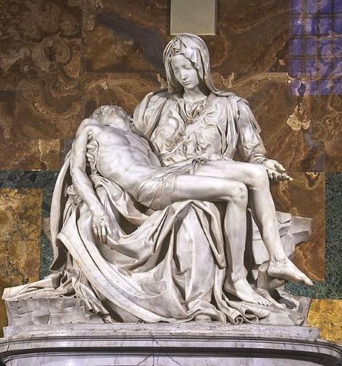 Michelangelo's_Pieta (1498–99)