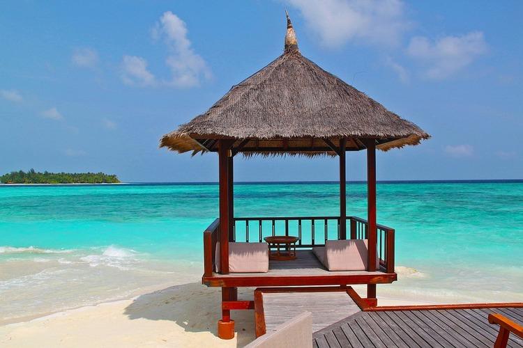 beach-hut-237489_960_720