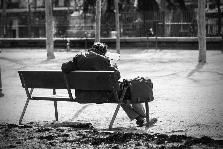 man-on-a-bench-2069539_960_720