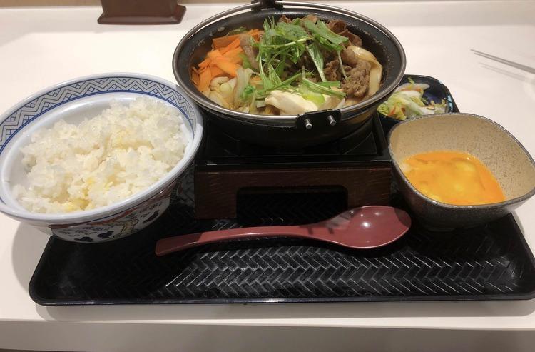 【画像】ワイ、吉野家で牛すき鍋膳を注文してしまう