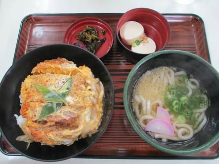 【朗報】日本一のうどんを提供すらうちだ屋のうどん美味すぎるwwwwwwwwwwwwwwwwwwwwwwwww