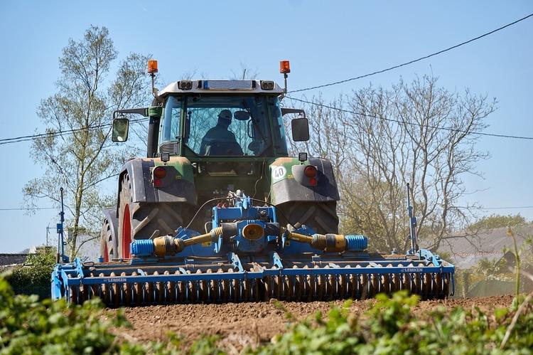 agricultural-work-2265225_960_720