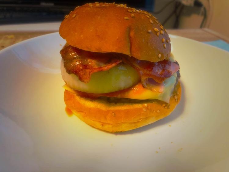 【画像】ぼく将、こんな時間にハンバーガーを作ってしまう