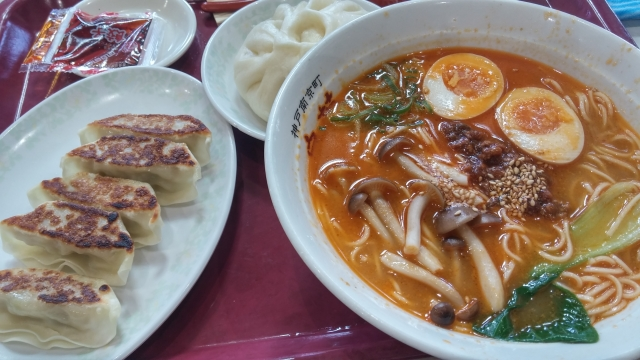 西村ひろゆきさん「日本の外食は安すぎ。パリでラーメン餃子セットで2000円越えコース。日本でもそれくらいの価格帯で十分やってけると思うんですよ。」