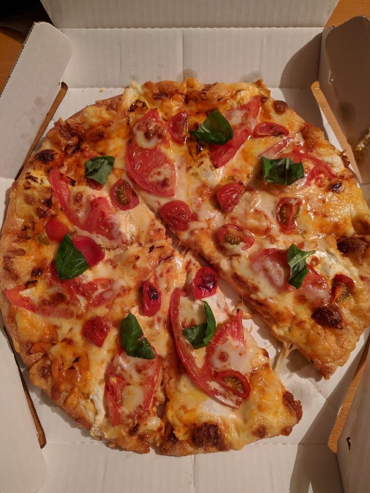 (   ´・ω・`   )2日連続で宅配ピザ取った