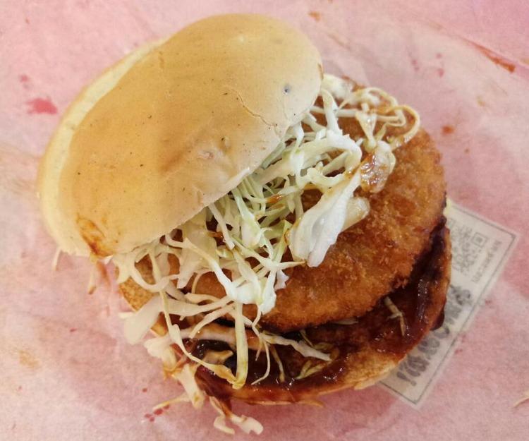 【画像】マクドナルドの味噌カツバーガー食べてきた