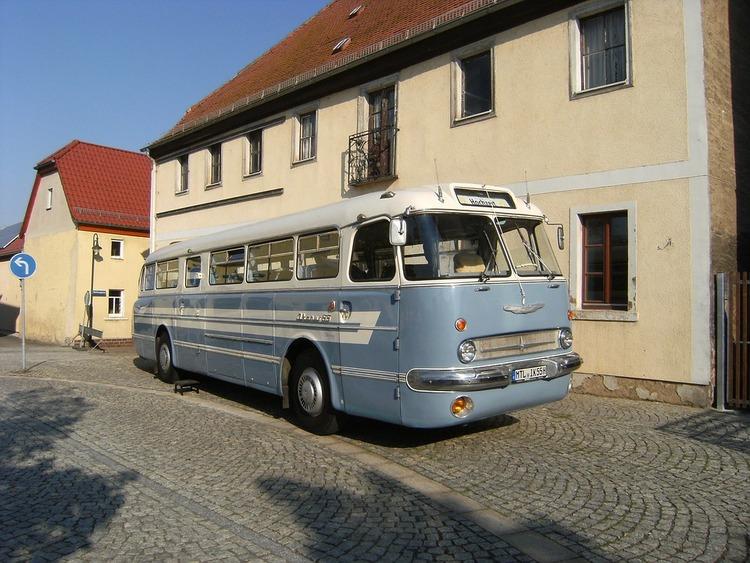 bus-2287266_960_720