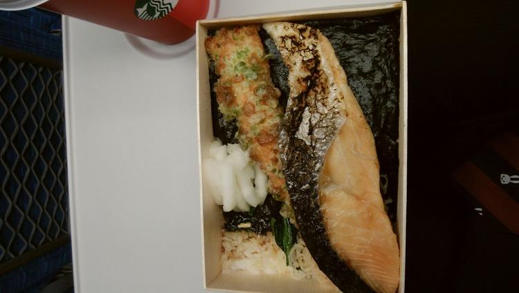 【画像】1300円のシャケ弁当食す