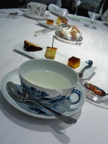 ランベリー:お茶とミニャルディーズ