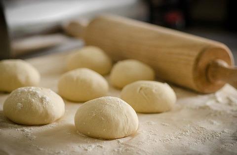 ワイ「薄皮パン5個か…2、3個食