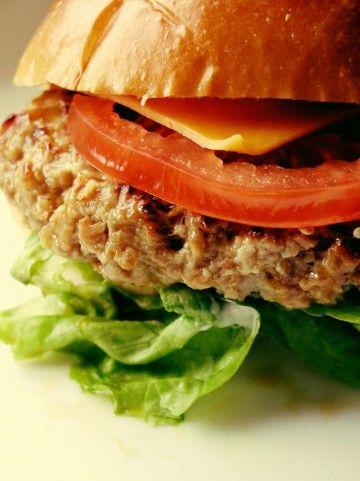大クソな食べ方 手でハンバーガー食