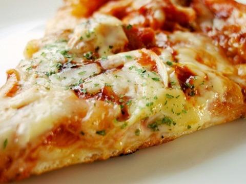 ワイ「ピザにタバスコかけて食ったろ