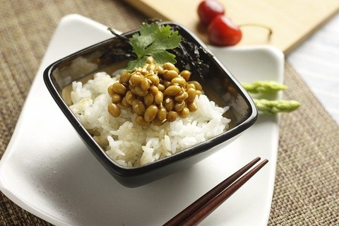 金なくて毎日白米に納豆しか食っ
