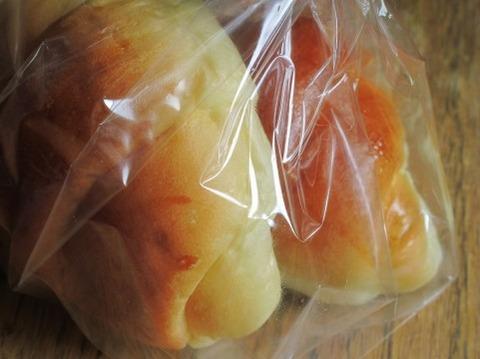 通りすがりのおっさんにパンもらった