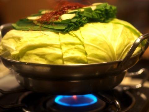 冬のスーパー「今夜は鍋にしない?