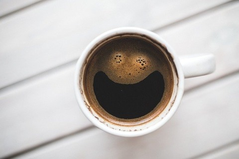 コーヒー「苦いです。おしっこ行きたく