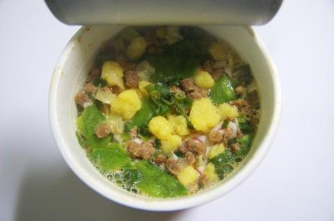 スープ後乗せ式のカップ麺