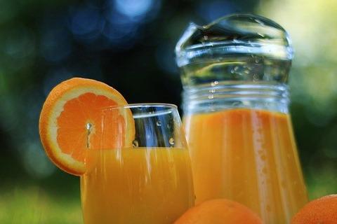 大人がオレンジジュース飲んだら