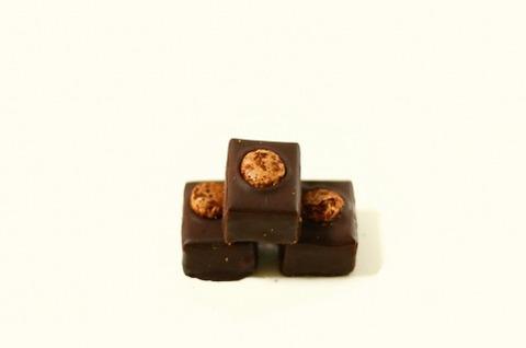 高級チョコってチロルチョコよ