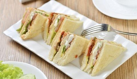 【朗報】サンドイッチ担当大臣ワイ