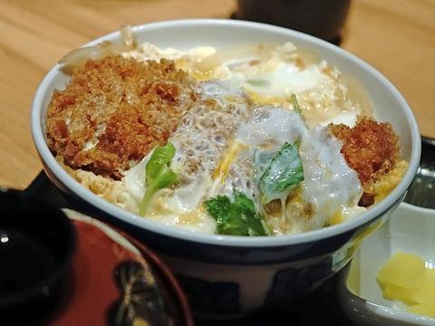 ソースカツ丼 vs 卵とじカツ丼