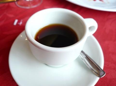 水の代わりにコーヒー飲んでるん