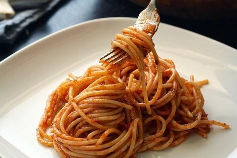 コンビニのスパゲティにフォーク