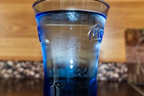 陰キャって飯の時めっちゃ水飲