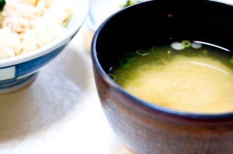 毎日味噌汁と米だけは自炊