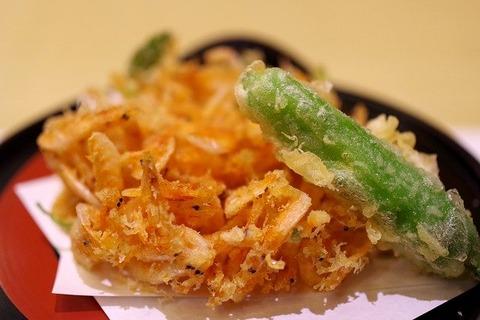 天ぷらには塩をかける