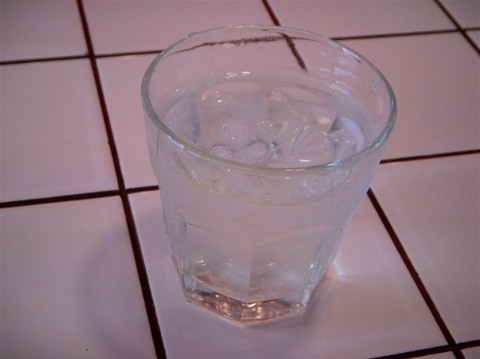 水しか置いてないラーメン屋