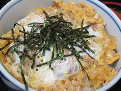 カツ丼vs天丼セット