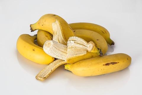 ゆで卵2個、食パン1枚、バナナ1本
