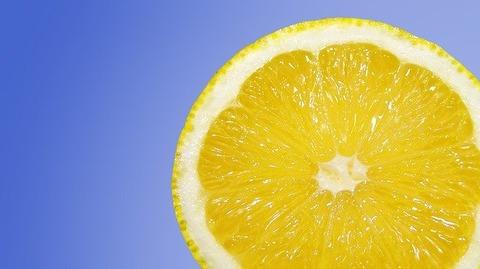 店主「お洒落な店真似してレモン水