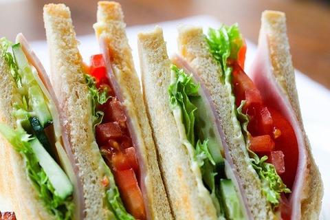 機内食ってサンドイッチかおにぎ