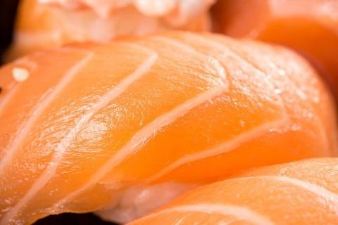 寿司はまず玉(ぎょく)から食べ
