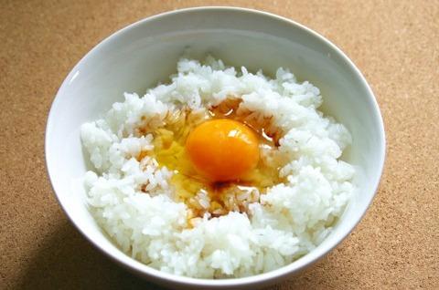 ワイ天才、卵かけご飯にワサビとカラ