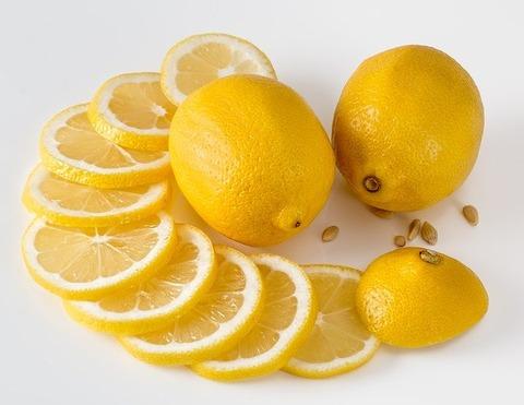 有能大臣ワイ、事前にレモンを唐揚げ