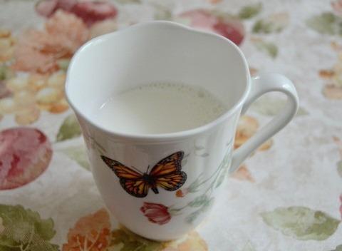 ワイ誤って今朝の牛乳を温