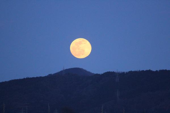 山と満月01