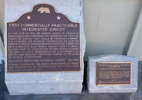 フェアチャイルド 記念碑