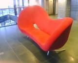 真っ赤なソファー