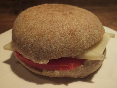 マンチェゴ(羊のチーズ)&トマトサンド(全体)