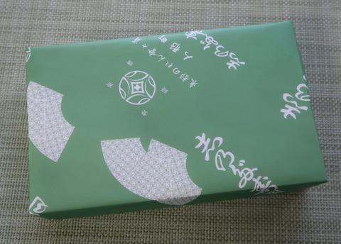 包み紙のままの、秋刀魚の押し寿司  18.10.21 28
