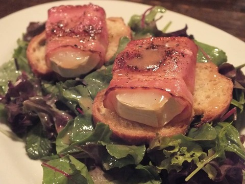 「温製 山羊チーズのサラダ」