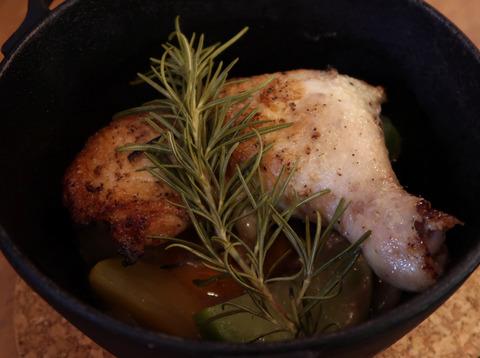 骨付き鶏もも肉と野菜のオーブン焼き  18.12.28   445