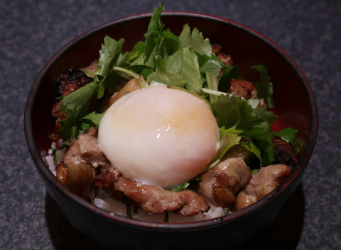 地鶏まぶし飯(温玉オン)  18.12.21    147