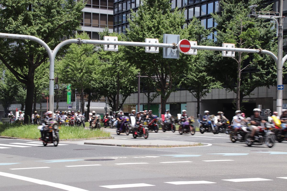 【動画】大阪の町を1000台くらいの暴走族が爆走!
