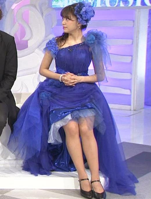 三森すずこ 美人声優のミニスカ美脚