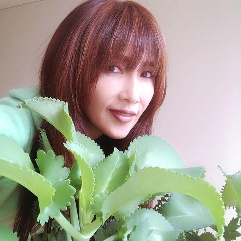【インスタ】工藤静香、ロングヘアをバッサリの結果www